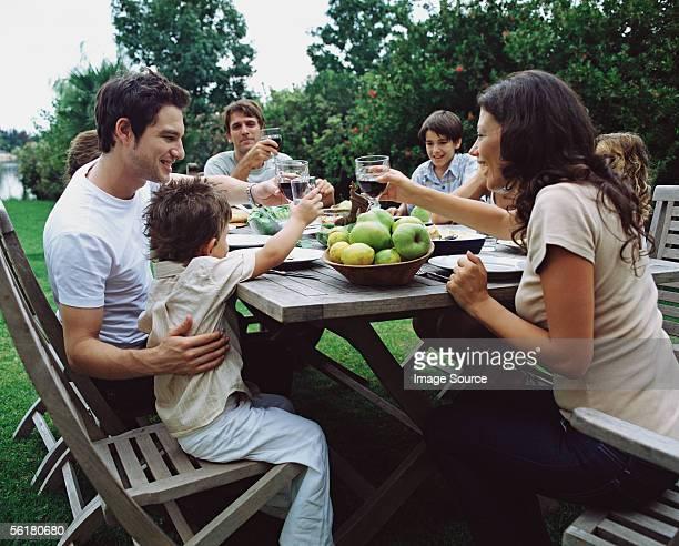 Familie und Freunde, die Erhöhung der toast