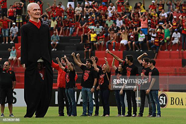 Family and giant sculpture of the writer Ariano Suassuna fan of Sport Recife who died on Wednesday during the Brasileirao Series A 2014 match between...