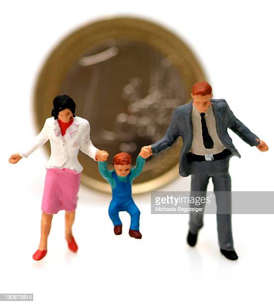 family and money - charity benefit fotografías e imágenes de stock