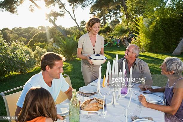 ご家族で、屋外でのお食事