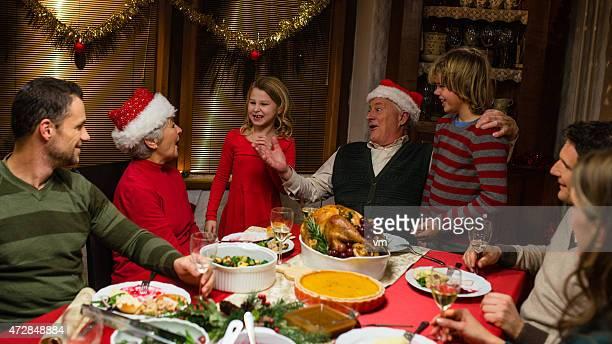Familia en Navidad, la cena