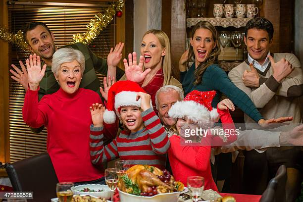 Familie im Weihnachts-Abendessen