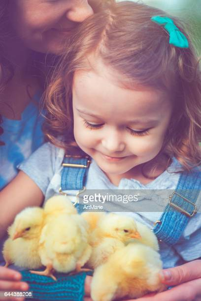 family at easter - happy easter mom stock pictures, royalty-free photos & images