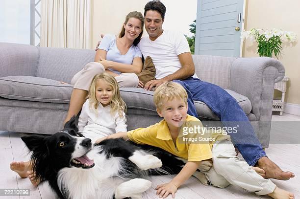 family at home - border collie fotografías e imágenes de stock