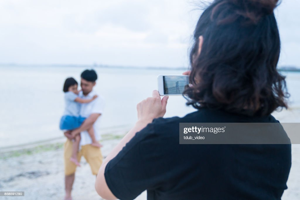 Familie am Strand : Stock-Foto