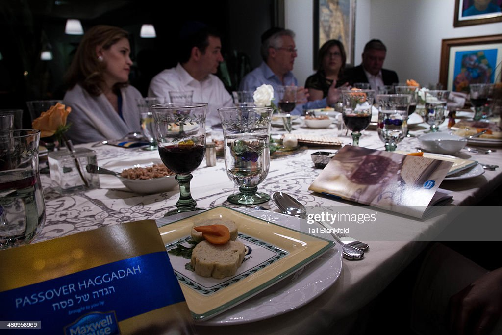 Passover Traditions : News Photo