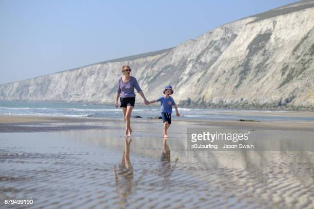 family beach time - s0ulsurfing stock pictures, royalty-free photos & images