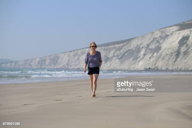 family beach time - s0ulsurfing fotografías e imágenes de stock