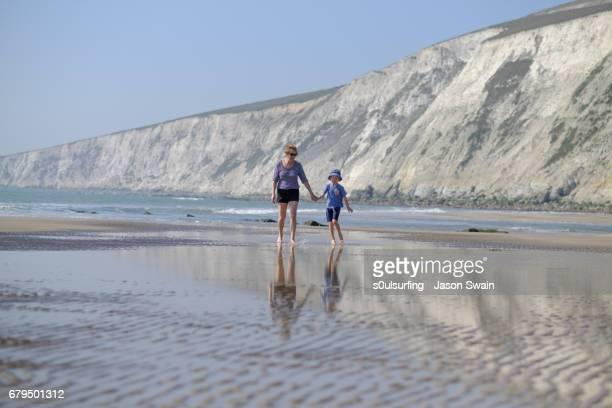 family beach time - s0ulsurfing ストックフォトと画像