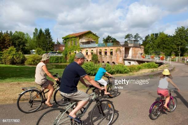 Family bike trip by the Bidounet Mill in Moissac in summer