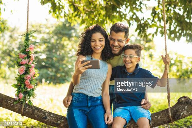 family bonding - single father stock pictures, royalty-free photos & images