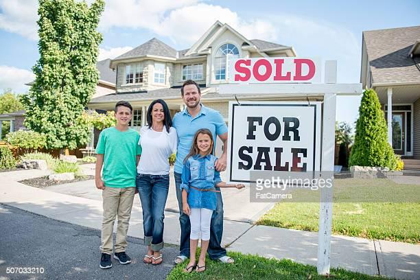 Família comprando uma casa