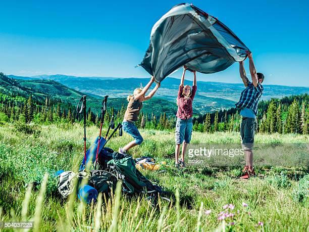 familie camping - installieren stock-fotos und bilder
