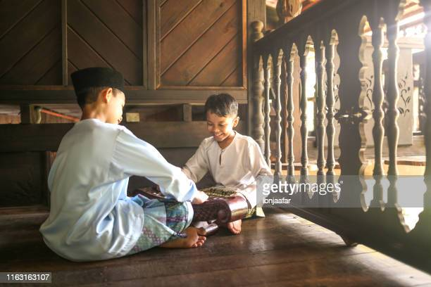 family celebrate independence day - ibnjaafar stock photos and pictures