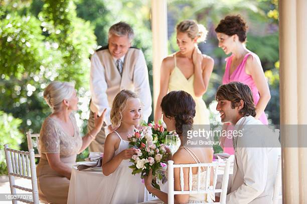 Famille célébrant de réception de mariage