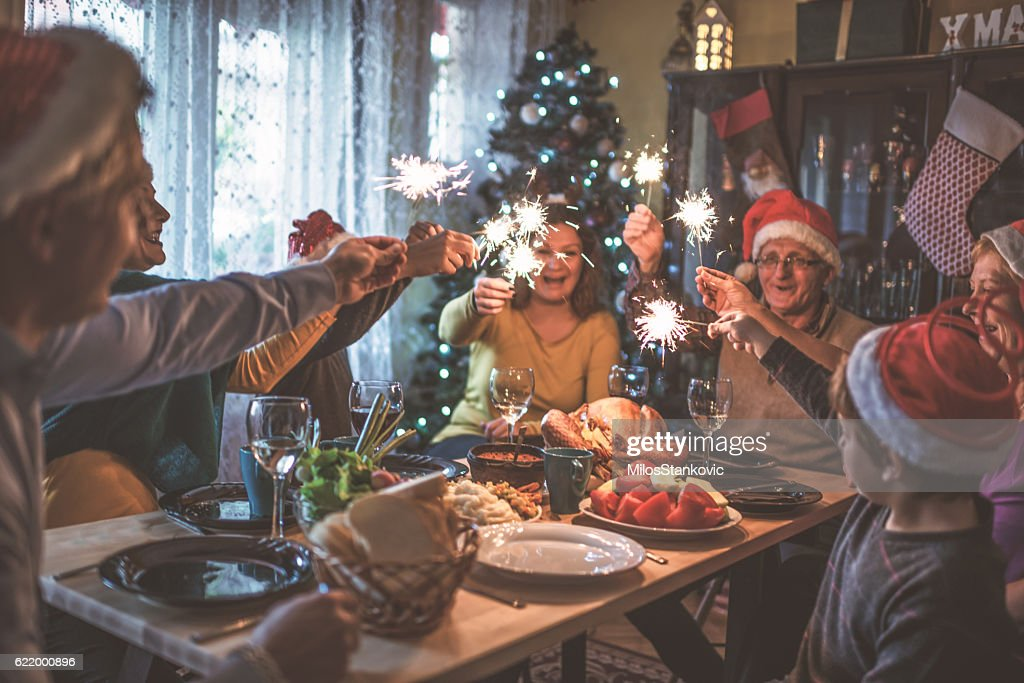 Family celebrating Christmas for many years together : Stock-Foto