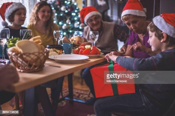 Familie feiern Weihnachten seit vielen Jahren zusammen
