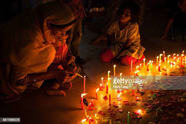 Family celebrating Diwali festival night also Bandi Chhor Divas celebration for the Sikh religion followers at the Gurdwara Dukh Nivaran Sahib in...