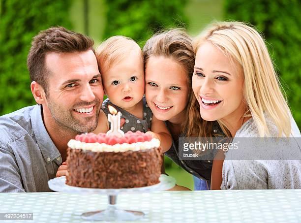 Famille célébrant Premier anniversaire