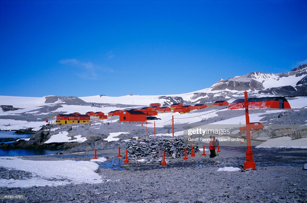 'A family community, Argentine Esperanza base, Antarctic Peninsula, Antarctica, Polar Regions' : Foto de stock