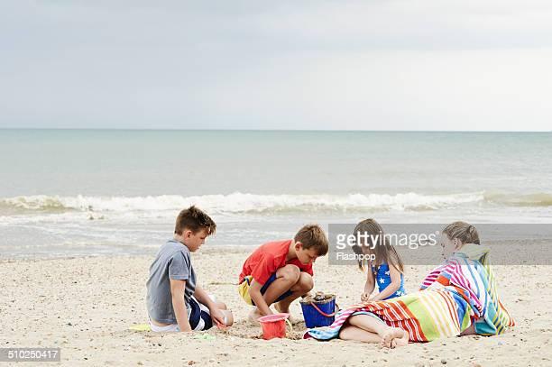 family day out at the beach - somente crianças - fotografias e filmes do acervo