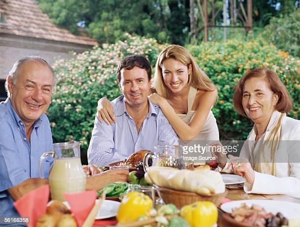 Famille Dîner al fresco