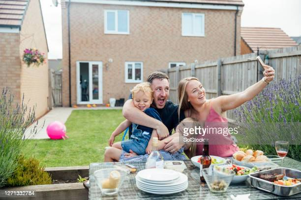 family eating outdoors - sunlight stock pictures, royalty-free photos & images