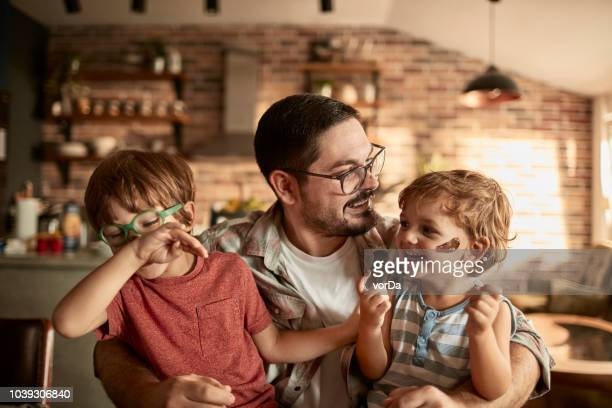 family enjoying breakfast - cioccolato foto e immagini stock