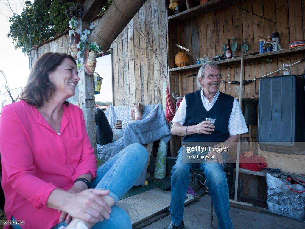 Family enjoying the outdoors : Stock Photo