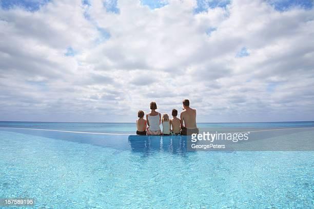 Familia disfrutando de vacaciones
