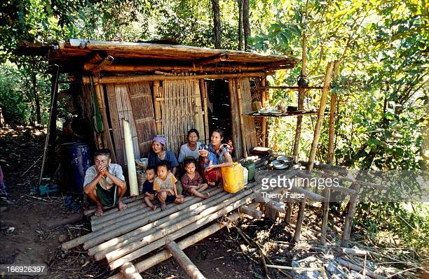 A family from Hee Daw Kaw village where the Burmese army burnt half of the houses in late November 2005 was forced to settle in a makeshift house...