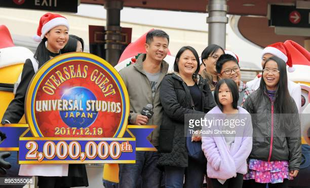 A family from Singapore receives a warm welcome from characters at Universal Studios Japan for accompanying the 2 millionth foreign visitor at the...