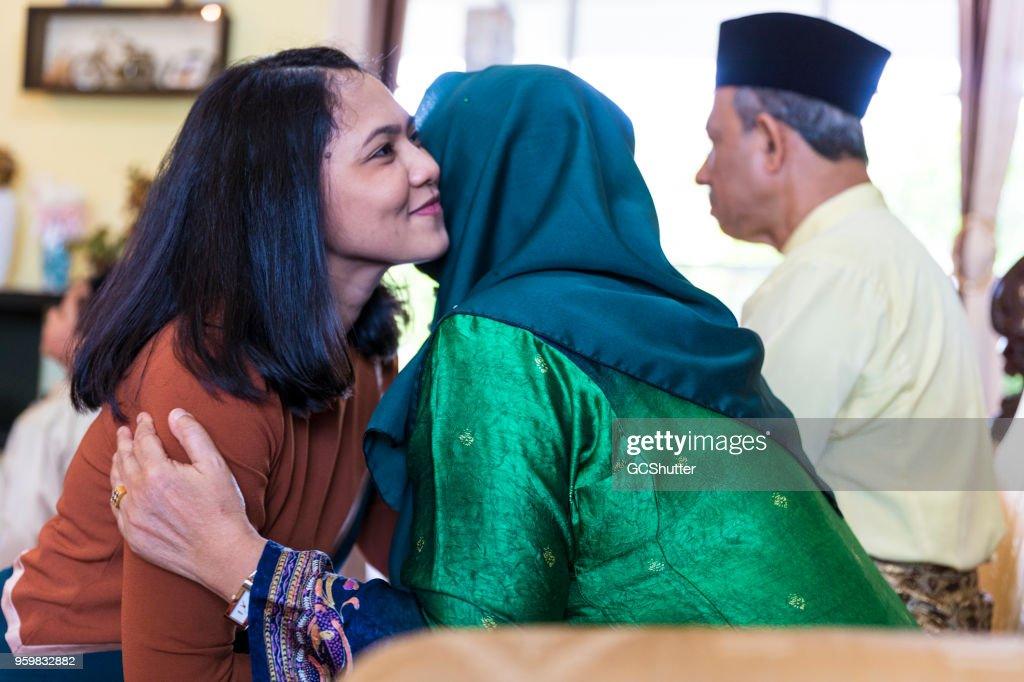Familientreffen, die während des Festivals von Eid : Stock-Foto
