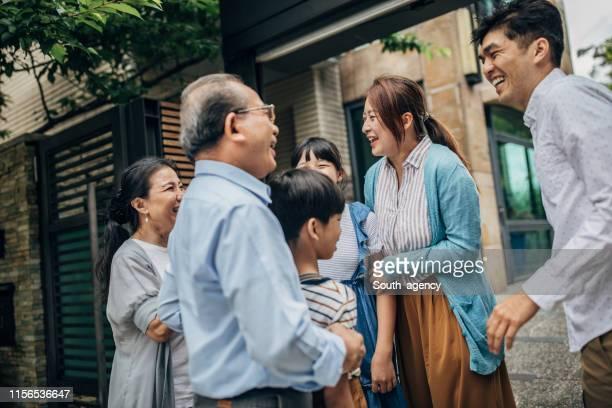 家族の集まり - 家族の集まり ストックフォトと画像