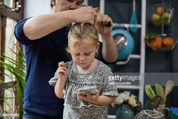 family getting ready for school in the morning - genderblend stockfoto's en -beelden
