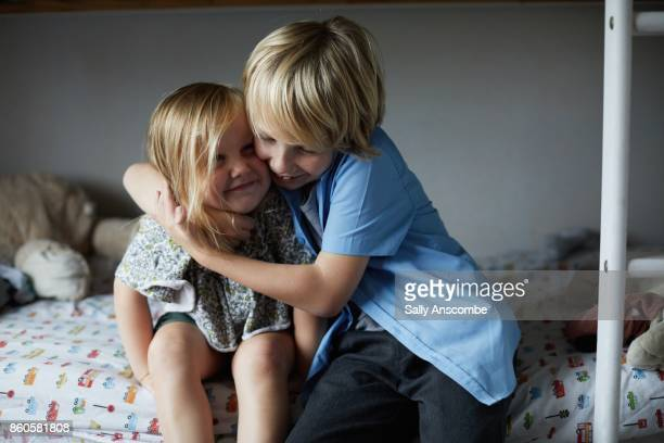 family getting ready for school in the morning - zus stockfoto's en -beelden