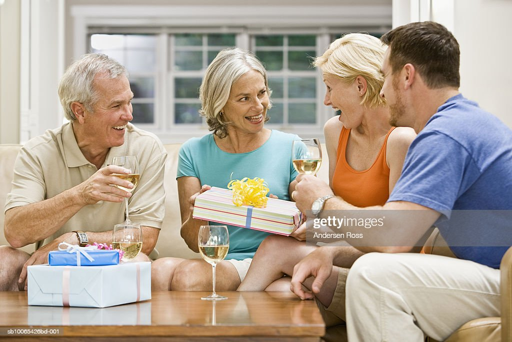 Family giving gifts and drinking wine : Foto stock