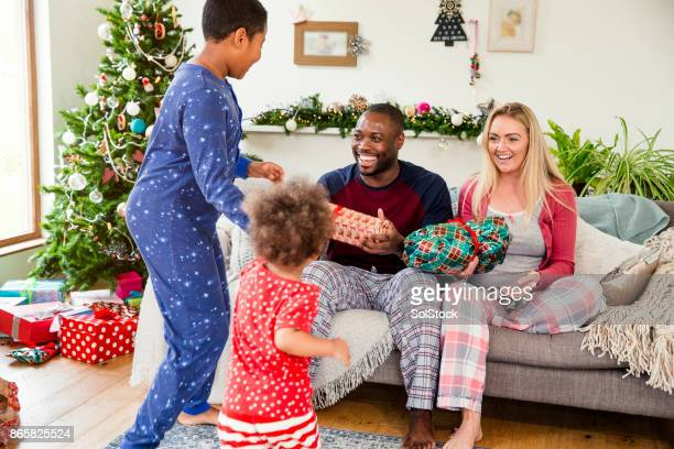 family giving out christmas presents - open source stock pictures, royalty-free photos & images