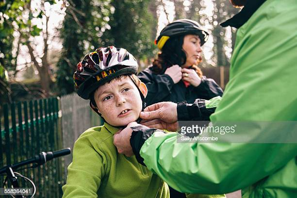 family going on a bicycle ride - cycling helmet stock pictures, royalty-free photos & images