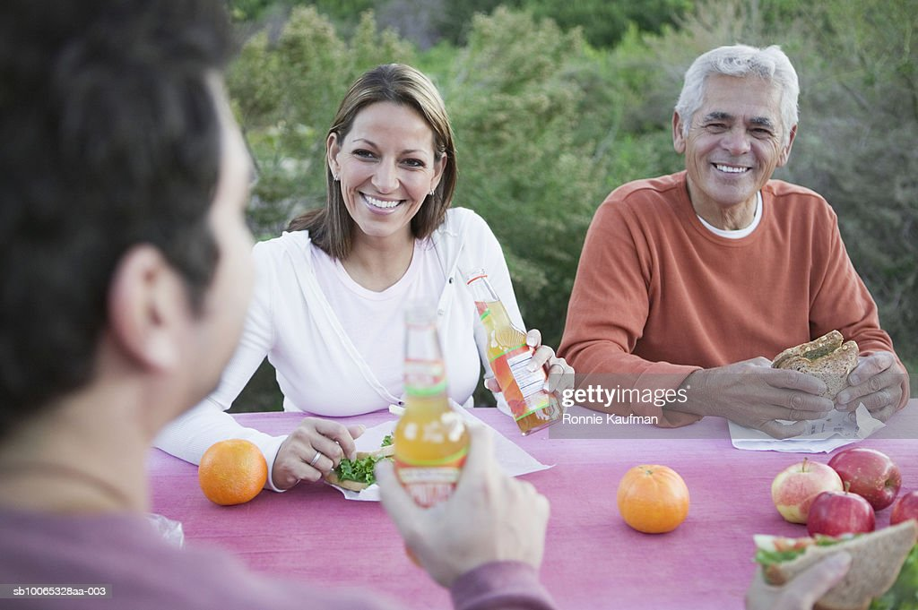 Family having breakfast, smiling : Foto stock