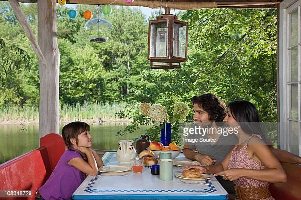 ご家族ご一緒に屋外での朝食