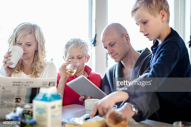 family having breakfast together - weekday stock pictures, royalty-free photos & images