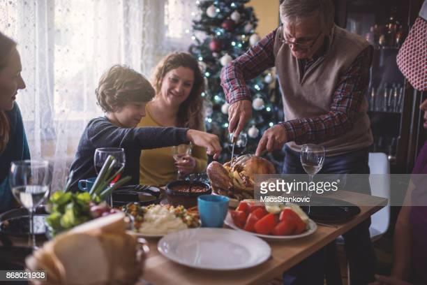 família tendo jantar de natal - europa oriental - fotografias e filmes do acervo