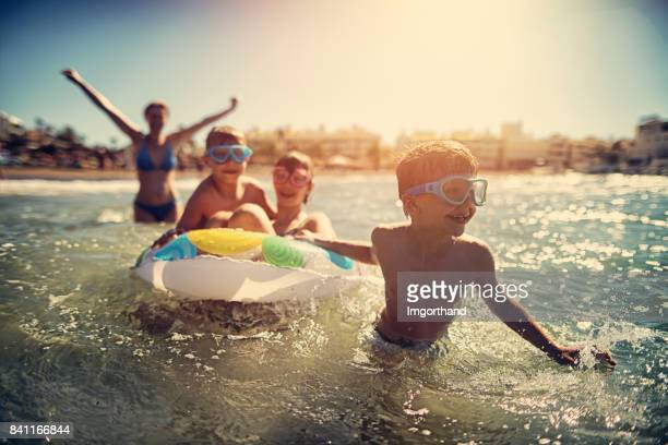 family having fun in summer sea - praia imagens e fotografias de stock