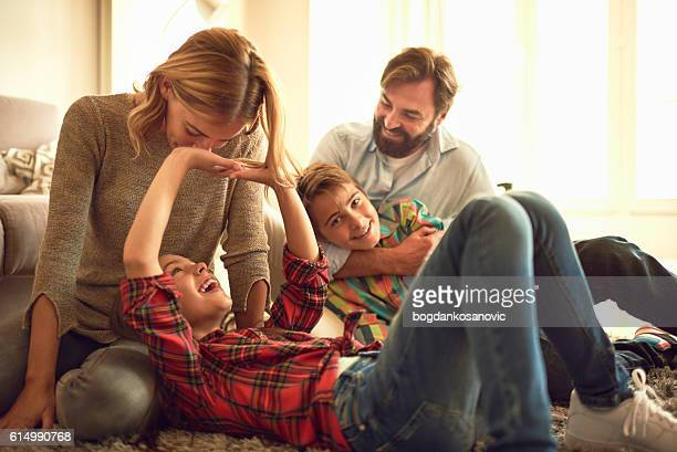 Familia divirtiéndose