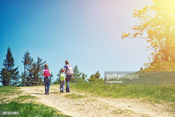 Familie, Wandern im Sommer moutains am Tag