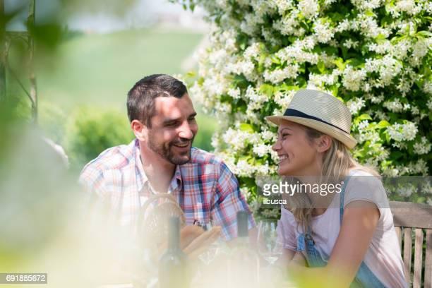 Familienurlaub in der Region Langhe, Piemont, Italien: Wein trinken und Essen im freien