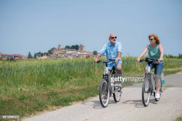 family holidays in langhe region, piedmont, italy: electric bikes trip in the hills - piedmont italy stock pictures, royalty-free photos & images