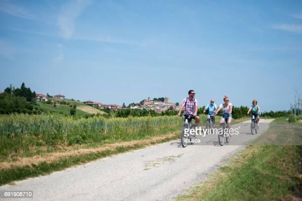 Familievakantie in Langhe regio Piemonte: elektrische fietsen reis in de heuvels