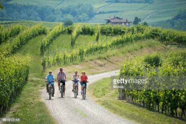 family holidays in langhe region, piedmont, italy: electric bikes trip in the hills - turista foto e immagini stock